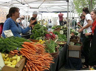 Economics - Image: Ballard Farmers' Market vegetables