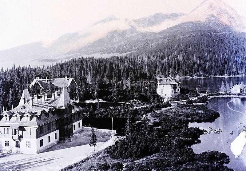 File:Balra az Auguszta villa, mögötte a Mária Terézia villa, jobbra a Tivoli villa. Fortepan 86824.jpg