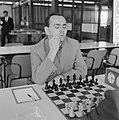Beslissingswedstrijd schaken begonnen in GAK, Portisch voor het bord, Bestanddeelnr 916-5874.jpg