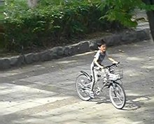 File:Bicycle-slowmotion-ride-park-kid2013.ogv