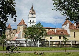 Transylvanian Saxons - Image: Biserica fortificată din Hărman vedere de ansamblu