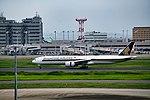 Boeing 777 9V-SWY at Tokyo International Airport.jpg