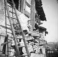 Boris od Suzane na stopnicah Robidišč 1951.jpg