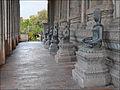 Bouddhas dans la galerie latérale du Vat Phra Kèo (Vientiane) (4345418279).jpg