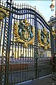 Buckingham Palace gate - panoramio.jpg