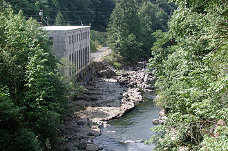 Bull Run River (Oregon) - Defunct power station along the lower river