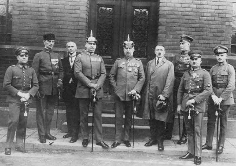 Bundesarchiv Bild 102-00344, M%C3%BCnchen, nach Hitler-Ludendorff Prozess