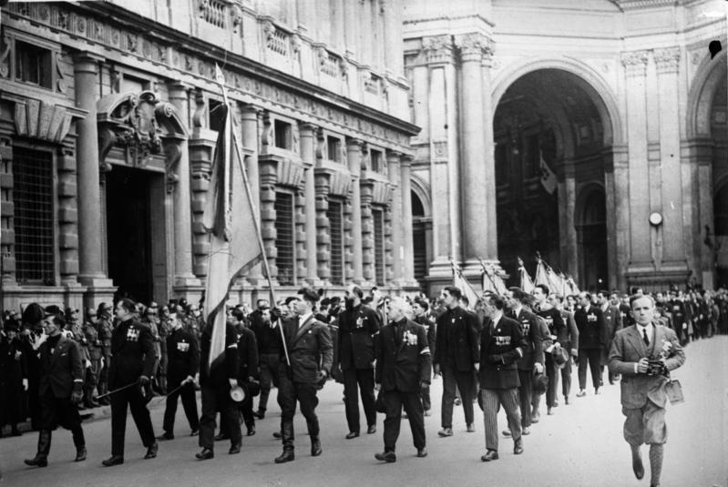 Bundesarchiv Bild 102-06851, Mailand, Parade italienischer Frontkämpfer