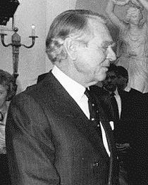 Bundesarchiv Bild 183-1986-0226-333, Bonn, Besuch Volkskammer-Delegation, Sindermann cropped.jpg