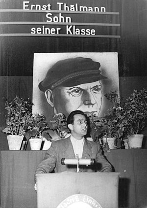 Ernst Thälmann (film) - A member of the Seelow District's administration board making a speech before the screening of Son of his Class in the Culture House of Sachsendorf.