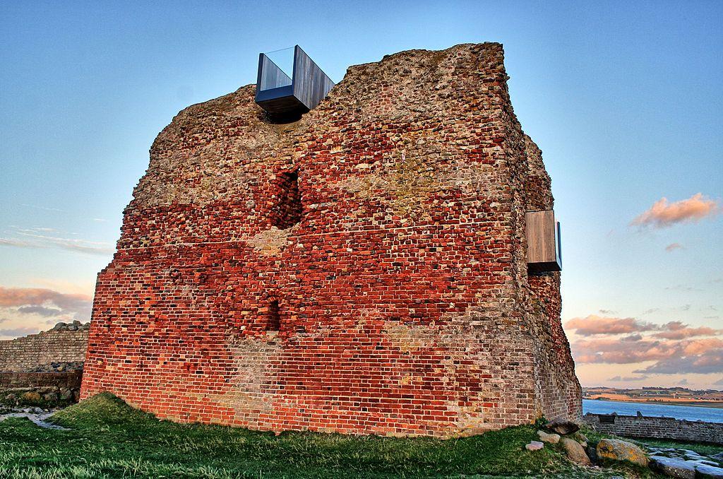 Burg Kalø aus der Nähe.jpg