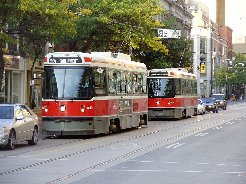 Datei:CLRVs 4049 and 4090 Eastbound on King.jpg