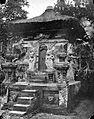 COLLECTIE TROPENMUSEUM Binnenkapel van de hindoeïstische tempel te Sangsit Bali TMnr 10016497.jpg