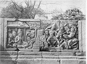 Military history of Indonesia - The bas-relief of Prambanan temple depicting the scene of battle, the weapon used are bow and arrow, sword, stab dagger similar to kris, shield and gada (mace)