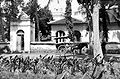 COLLECTIE TROPENMUSEUM Rijtuig voor de moskee in Praja TMnr 10015103.jpg