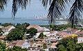 Casas em Olinda e Recife ao fundo.jpg