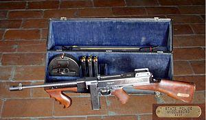 Thompson submachine gun - Thompson Model 1921AC in a Police Model hard case