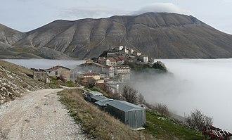 Castelluccio (Norcia) - View of Castelluccio from West. In the background is the Monte Vettore (2478m).