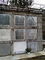 Cemiterio vello de Mondoñedo. NIcho de Álvaro Cunqueiro.jpg