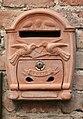 Certaldo Briefkasten aus Terracotta.jpg