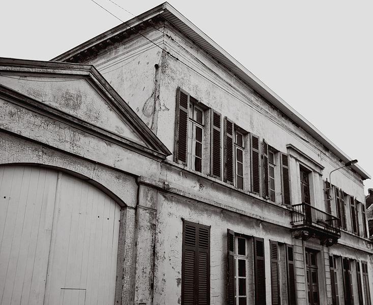 Parties du château Pirmez sis n°s 3-5, Grand-Rue à savoir: la toiture, les façades, les menuiseries (châssis et volet), en excluant la chapelle du 19e s., et toutes les composantes architecturales et décoratives de la rotonde, lesquelles constituent un ensemble (M)