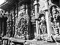 Chennakeshava temple Belur 346.jpg