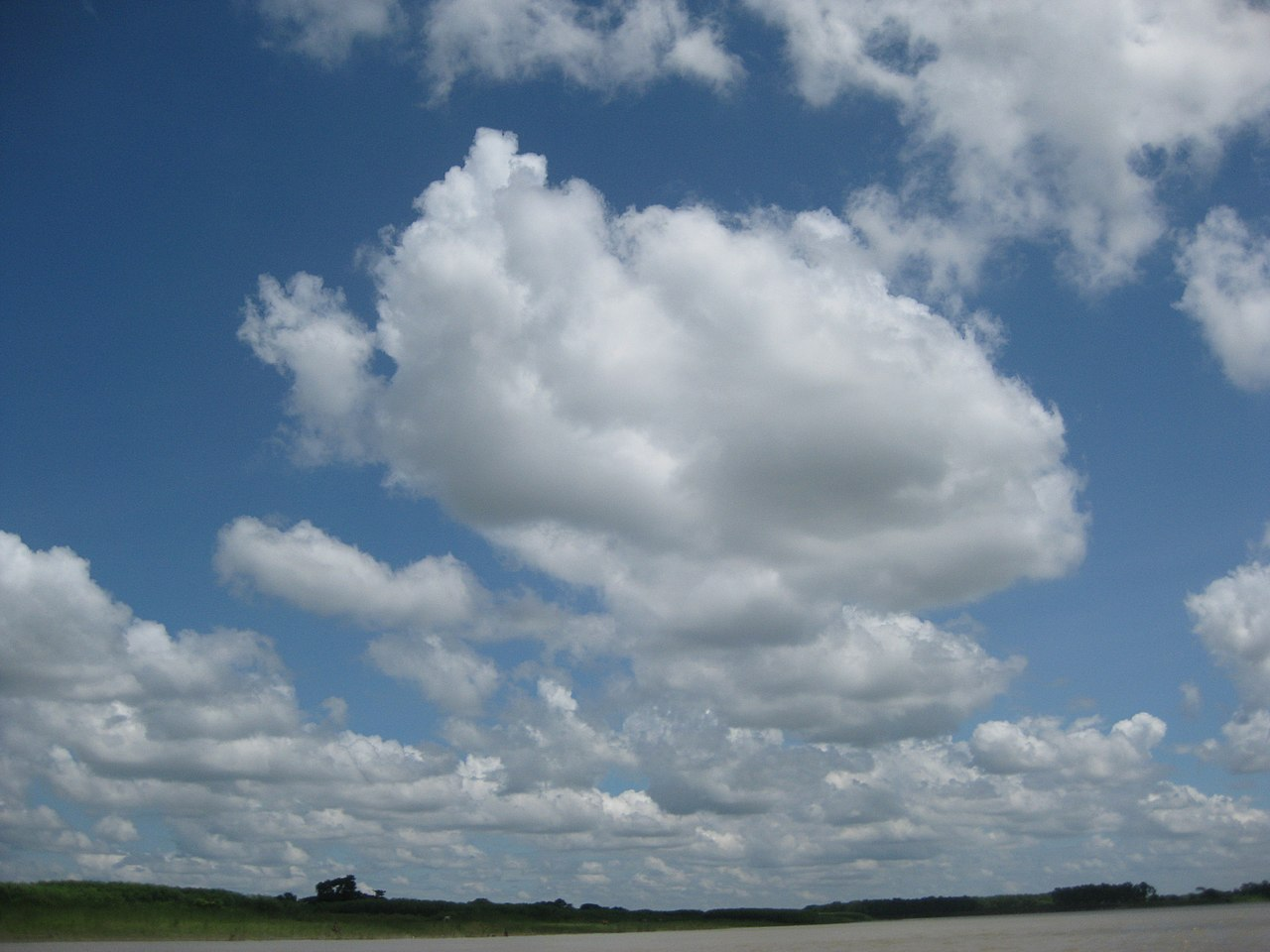 File:Clear sky & Brahmaputra River, Mymensingh 04.JPG ...