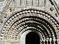 Clonfert Cathedral Portal Mitte.JPG