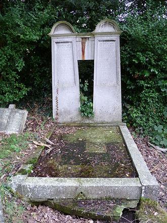 Thomas Edward Collcutt - The Collcutt family grave at St Andrew's church, Totteridge.