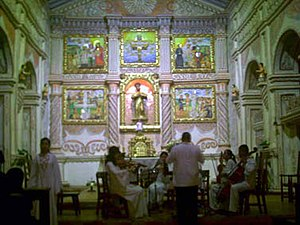 A concert in front of the altar at San Xavier. Coro misional12.jpg