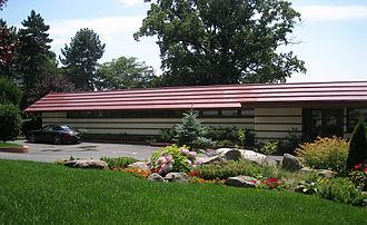 Marshall Erdman Prefab Houses - Image: Crimson Beech Partial Front View