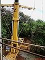 Cristo Salvador de Sertãozinho, em construção. Guindaste com capacidade de 500 toneladas utilizado para o içamento da estátua do Cristo, que foi construida com aço, revestida por uma tela e argam - panoramio.jpg
