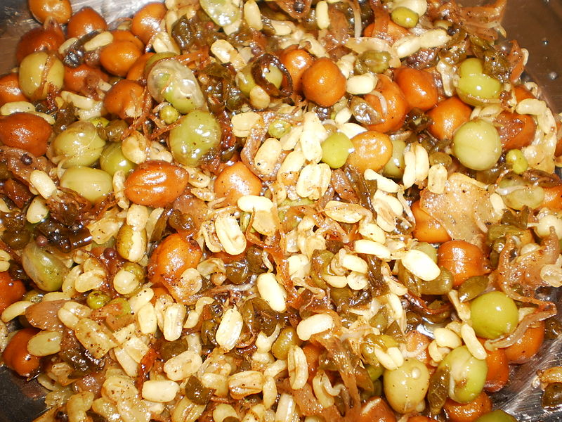 File:Curry-sprouted-green gram-chickpea.JPG