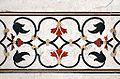 Décor en marqueterie de pierres dures du Taj Mahal (Agra) (8521864051).jpg