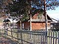 Dąbrowica 12 - drewniany budynek (1).jpg