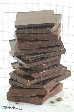 English: A stack of dark chocolate Svenska: En...