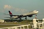 Delta N835MH Boeing 767-400 (20132721795).jpg