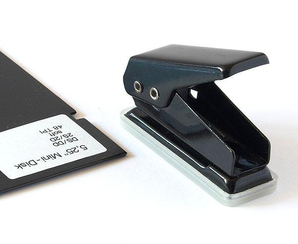 Diskettenlocher.jpg