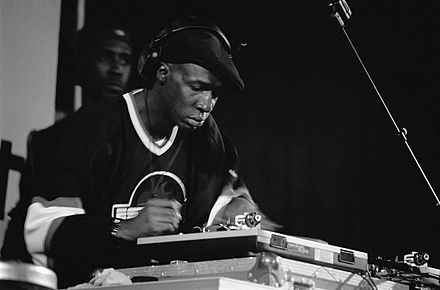 Grandmaster Flash performing in 1999. Dj Grandmaster Flash-01-mika.jpg