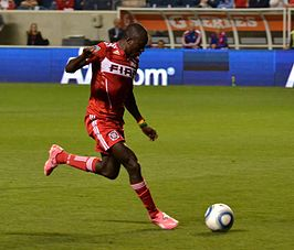 Oduro in shirt van Chicago Fire.