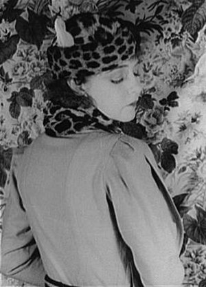 1930–45 in Western fashion - Width at the shoulders was achieved by many means. In Dorothy Gish's outfit of 1932, the width is in the sleeve cap, which is pleated into the armscye.