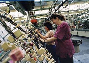Dräxlmaier Group - In 1990 DRÄXLMAIER launches the customized wiring harness (KSK) on the market.