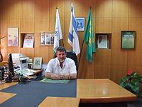 Dror In the office.jpg