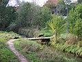 Dubeč, lávka u rybníka V Rohožníku.jpg