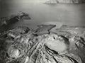 ETH-BIB-Die Zentralinsel von Santorin mit ihren Quellkuppen und ins Meer fliessenden Lavaströmen-Weitere-LBS MH02-03-0017-A.tif