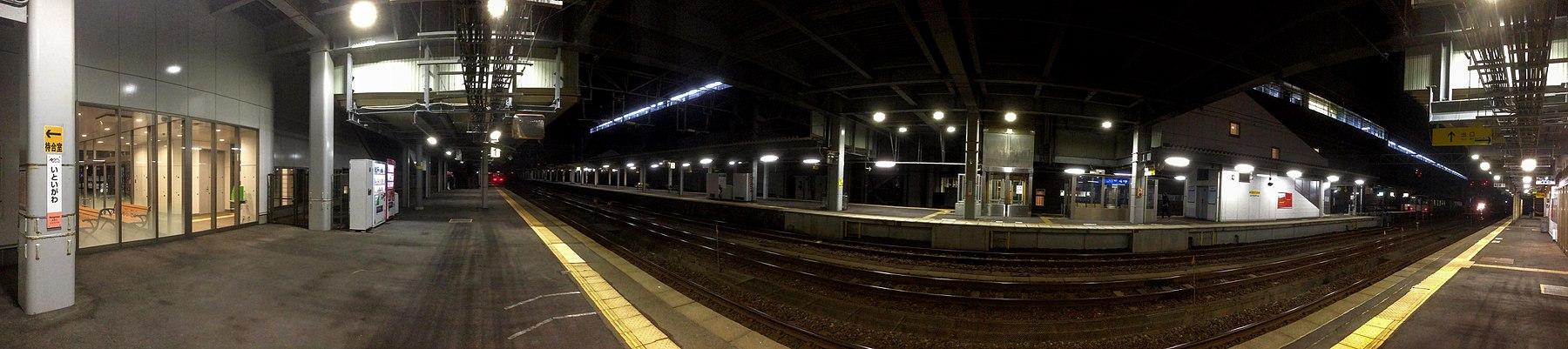 ETR Itoigawa Station Horm.jpg