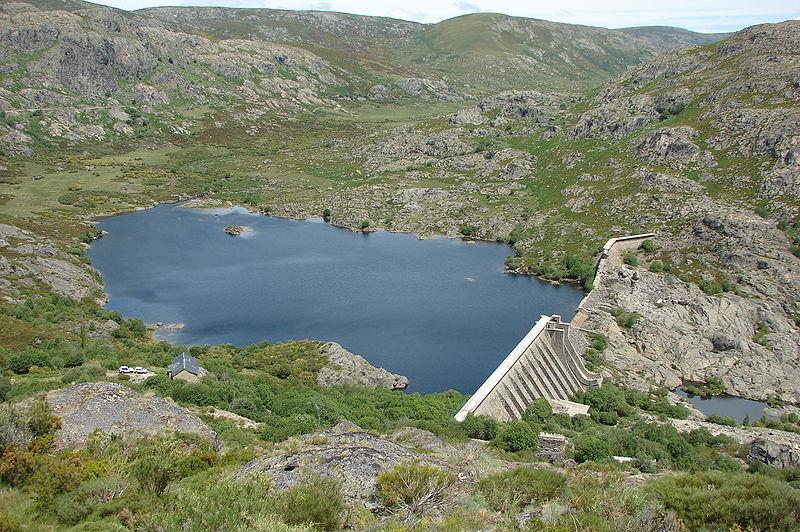 Embalse de Vega de Tera (presa rota), en Ribadelago (Zamora).