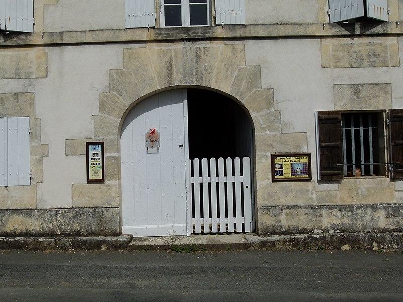 File:Entrée Musée des Bujoliers.JPG
