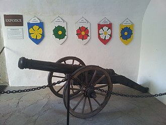 Vítkovci - All five Vitkonides coat of arms in main entrance of Landštejn Castle