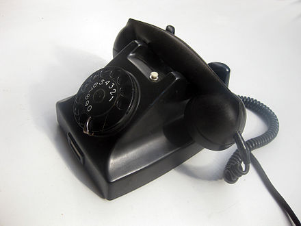 The Ericsson DBH15 telephone, a successor of the DBH 1001 and redesigned in 1947 by Gerard Kiljan Ericsson 1950s bakelite telephone.jpg